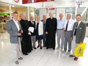 W Terminalu Lotniska w dniu konsekraci Kaplicy